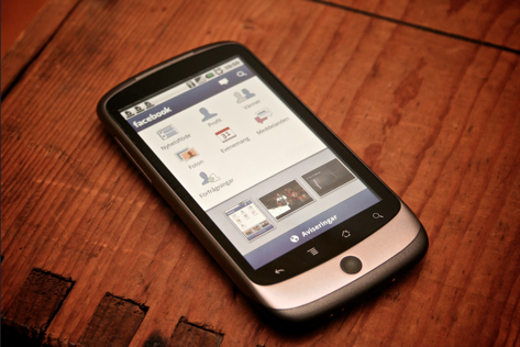 facebook_smartphone.png